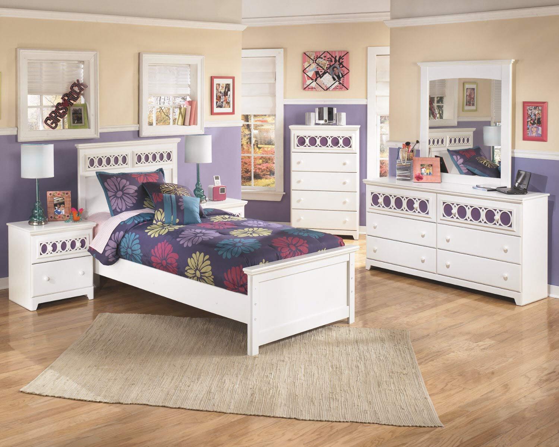 Zayley Full Bedroom Set